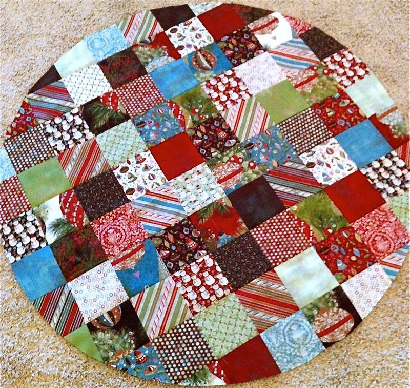 Christmas Quilt Inside Circle